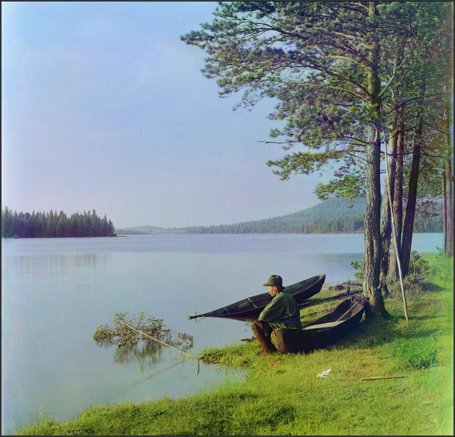 рыбак на озере фото